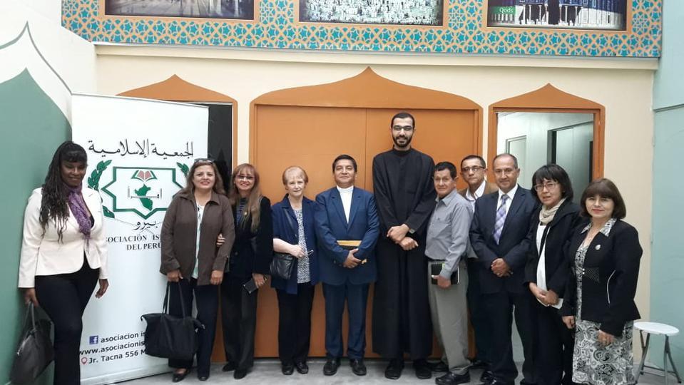 Miembros de la Iglesia de Jesucristo visitan Mezquita en Perú