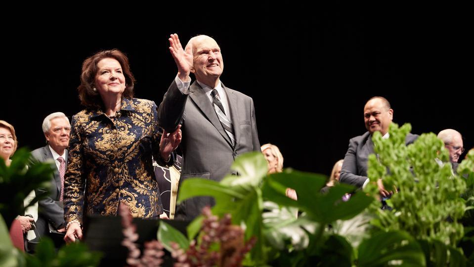 "Presidente Nelson en Australia: ""Hay poder en El Libro de Mormón"""