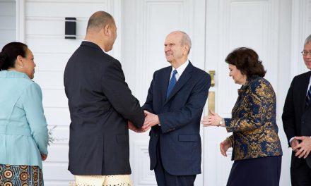 Momento Histórico: El presidente Nelson se reúne con el rey de Tonga