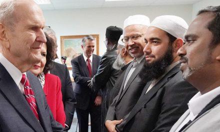 El presidente Nelson donó $ 100,000 para la reconstrucción de dos mezquitas