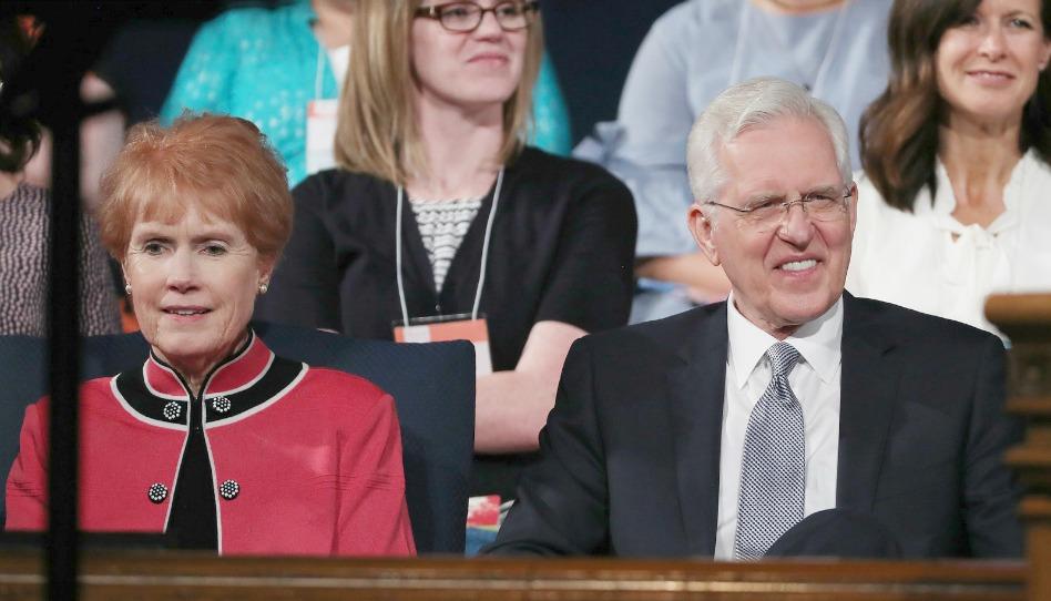 """El Elder y la hermana Christofferson testifican sobre la realidad de Dios, quien está """"tratando de bendecirnos"""""""