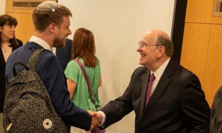 El Élder Cook fomenta el escucha y aprendizaje interreligioso en Jerusalén