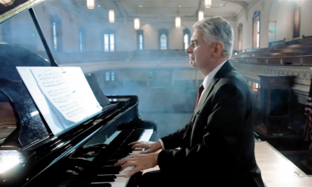 El obispo Caussé y Nicolas Giusti llegaron al puesto 1 del ranking de música clásica de Billboard