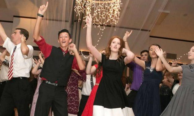 Los 10 tipos de personas que conocerás en un baile de estaca para jóvenes