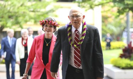 El Presidente Oaks habló sobre cómo lidiar con la ansiedad y el estrés en un devocional de BYU-Hawaii