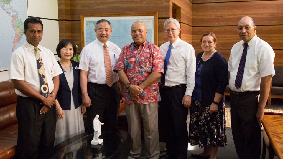 El élder Gong se reúne con líderes gubernamentales en Asia y Oceanía