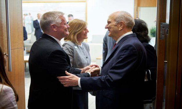 El Presidente Nelson invoca 5 deseos y bendiciones sobre los nuevos líderes de misión