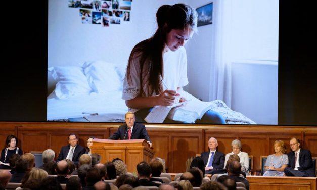 """Élder Holland desafía a los maestros de seminario e instituto a enseñar con """"poder y autoridad"""""""