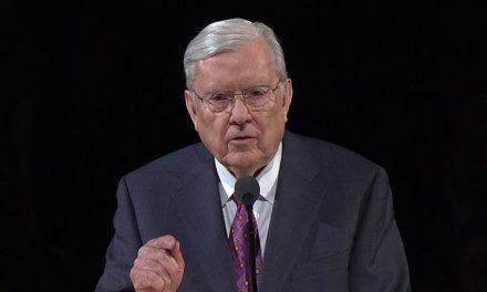 Misioneros retornados opinan sobre los recientes comentaros del Presidente Ballard sobre la invitación bautismal
