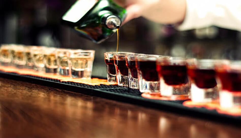 Qué sucedió después de que una Autoridad General se negó a ir de bar en bar con su jefe delante de sus compañeros de trabajo