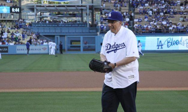 Élder Andersen realiza el primer lanzamiento para los Dodgers