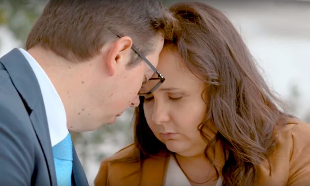 Mira: Cómo una pareja encontró paz en el Templo después de tomar una de las decisiones más difíciles de su vida