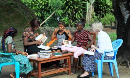 Cómo un programa de alfabetización del Evangelio ayuda a los miembros de la Iglesia en Sierra Leona a leer las Escrituras por primera vez