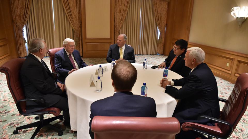 Vice presidente de los Estados Unidos con líderes de la Iglesia