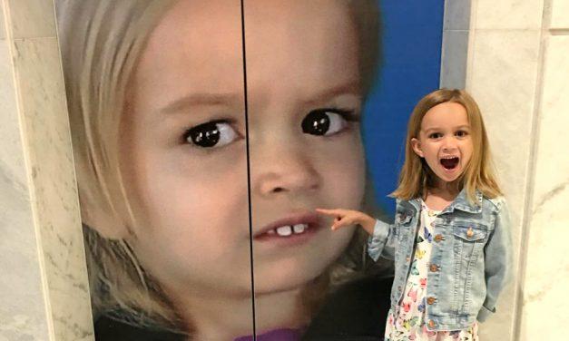 Niña del meme viral comparte la historia detrás de su accidental salto a la fama