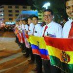 misioneros en desfile de Perú