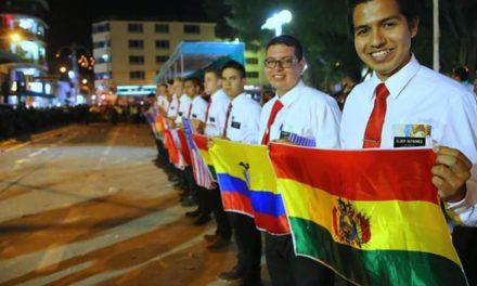 Misioneros participan en tradicional desfile en Perú