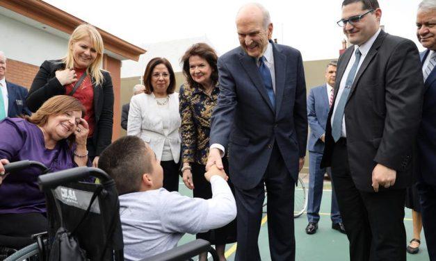 La tierna visita del presidente Nelson a niños con discapacidad