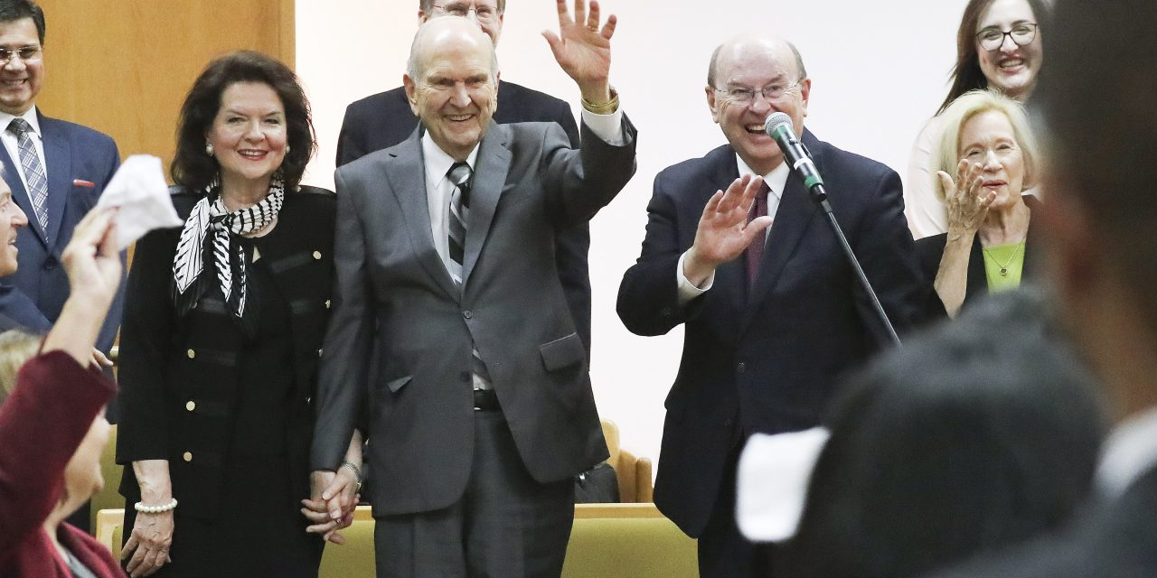 """Presidente Nelson en Brasilia: """"Enseña el evangelio con una sonrisa en tu rostro"""""""