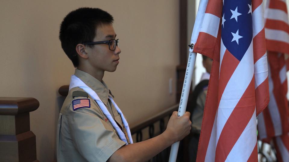 Boy Scouts homenaje a la Iglesia