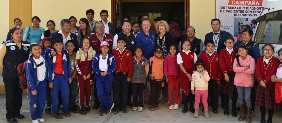 La Iglesia de Jesucristo dona 2,300 lentes de medida para niños en Perú