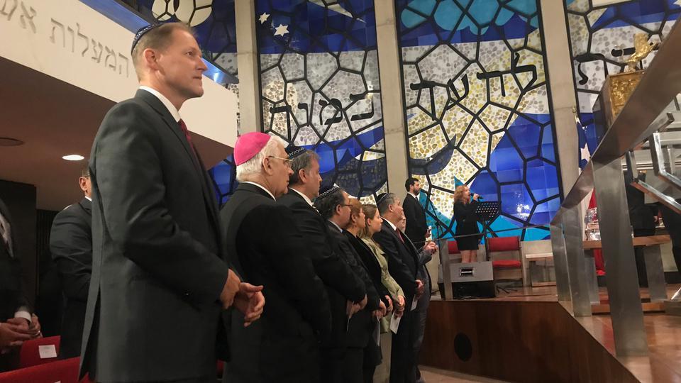 Líderes de la Iglesia de Jesucristo y líderes judíos oran juntos en Chile