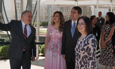 Importantes líderes visitan el renovado Templo de Asunción, Paraguay