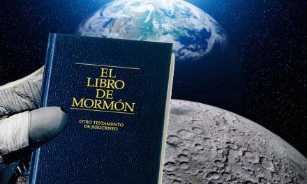 El único Libro de Mormón en llegar a la luna está en subasta y llegará a Utah