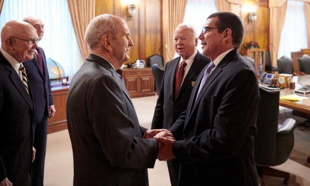 Presidente Nelson se reune con el embajador de Cuba en la Manzana del Templo