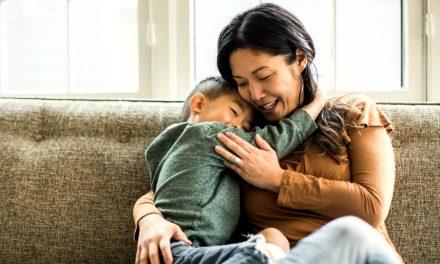 ¿Por qué se cree que las mujeres siempre tienen que ser las que cuidan a los hijos?