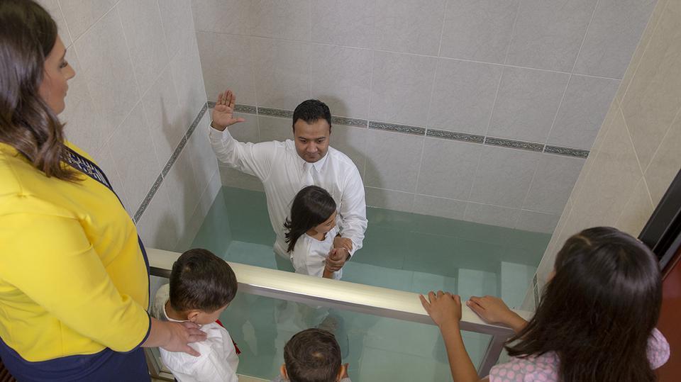La Iglesia de Jesucristo anuncia que ahora las mujeres podrán ser testigos en los bautismos y sellamientos