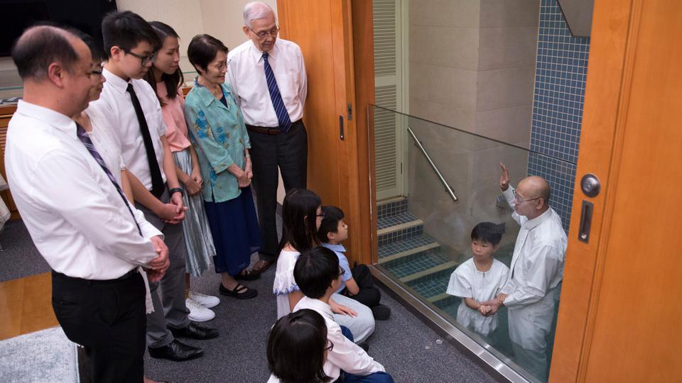 mujeres testigos en el bautismo y sellamiento