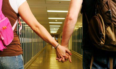 ¿Esta mal que mis hijos adolescentes salgan en citas?+ ¿Qué podemos hacer para ayudarlos?