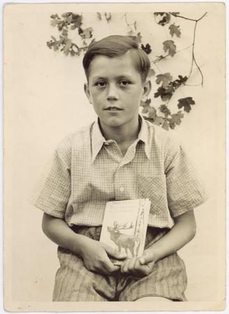El élder Dieter F. Uchtdorf niño