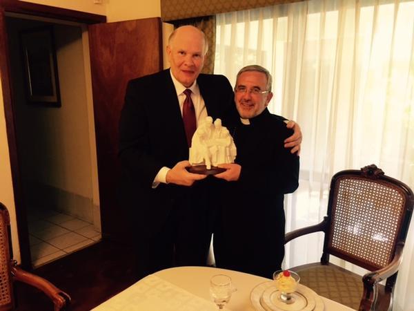 El élder Renlund y arzobispo de Arequipa