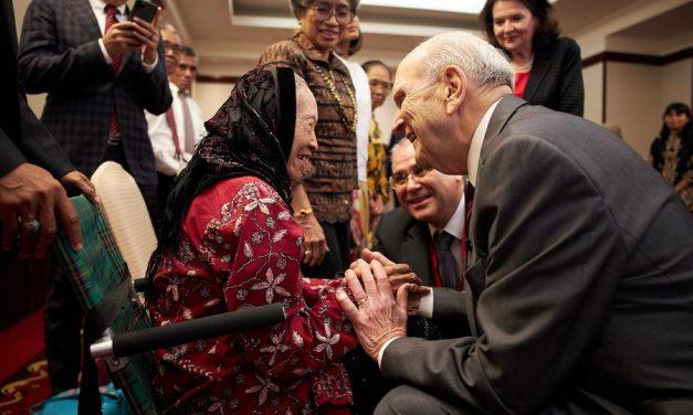 """Presidente Nelson en Indonesia: """"Ustedes determinan cuando se construye un templo"""""""