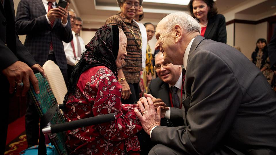 Presidente Nelson en Indonesia