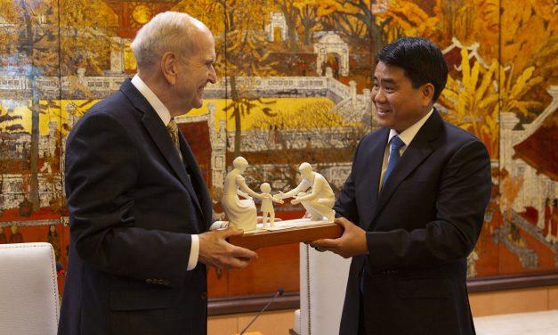 La grata reunión del presidente Nelson con el alcalde de Hanoi, Vietnam