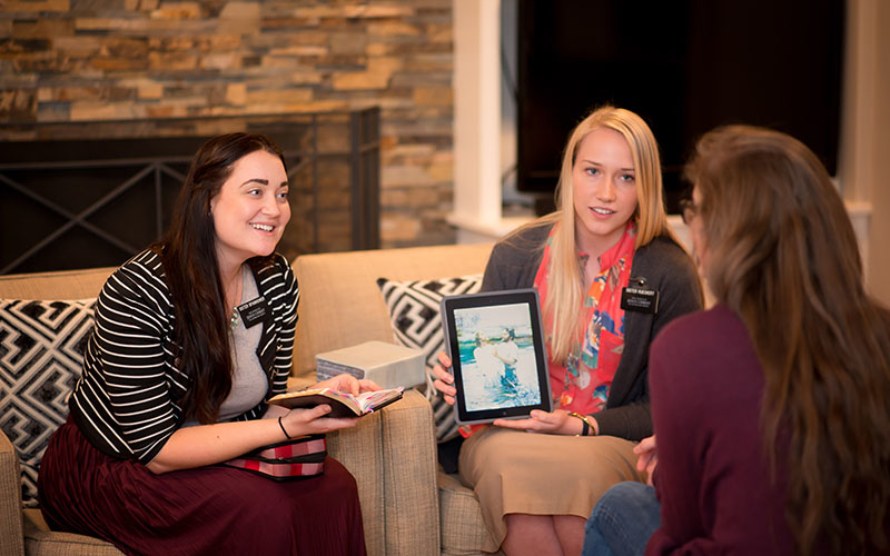 Compartir el evangelio de Jesucristo ahora está al alcance de un clic. Gracias a la tecnología podemos consolar, sostener y ministrar a nuestros amigos.