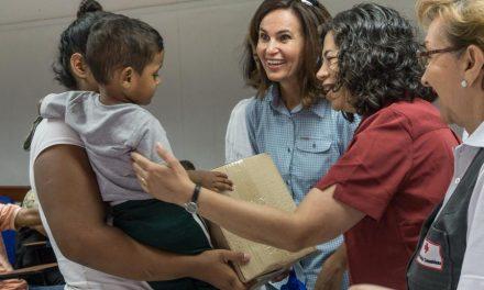 Líderes de la Iglesia de Jesucristo ministran a los refugiados venezolanos