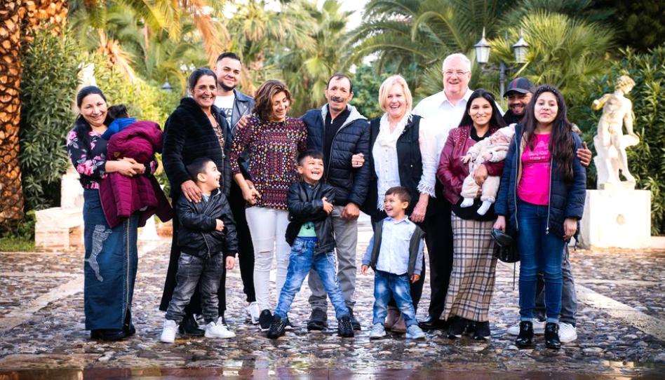 Santo de los Últimos Días, víctima de la trata de personas, se reúne con su familia después de 25 años