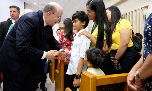 Élder Cook y sus oraciones de protección por la erupción de un volcán en Filipinas
