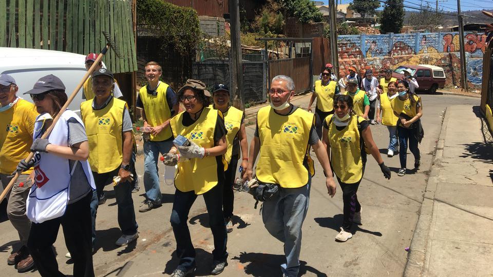 Los Santos que pasaron Navidad rescatando a sus hermanos del incendio en Chile