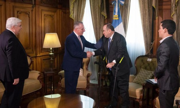 La grata reunión entre el élder Soares y el presidente de Guatemala