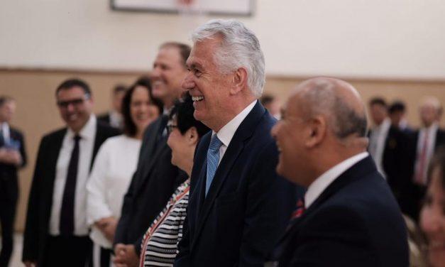 El élder Uchtdorf visita a los Santos en Uruguay