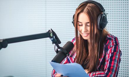 Participa del casting para un nuevo canal de radio en Latinoamérica