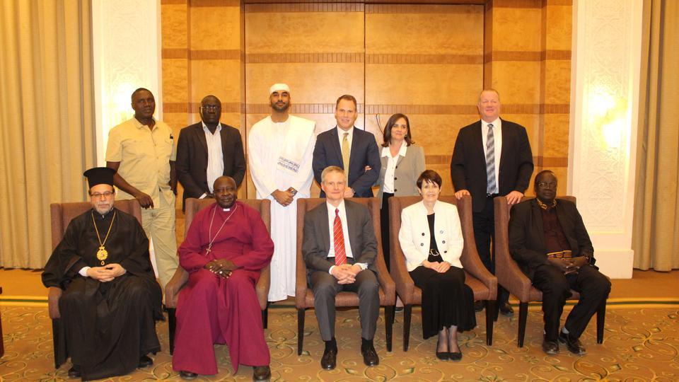 élder Bednar en Sudán