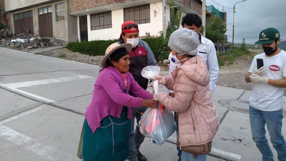 Iglesia de Jesucristo dona alimentos a familias pobres