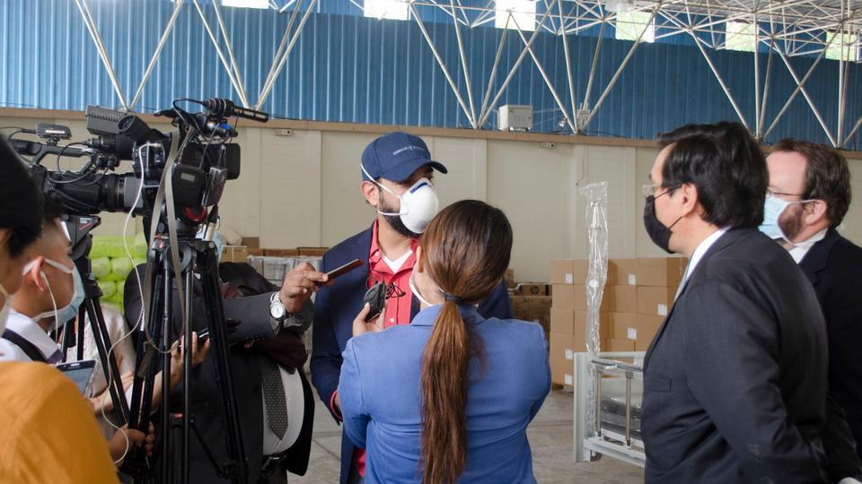 Iglesia de Jesucristo dona camillas en El Salvador