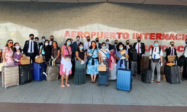Misioneros brasileños regresan a sus hogares desde República Dominicana